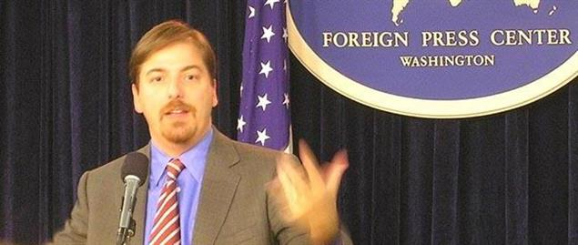 Chuck Todd speaking at the Foreign Press Center before the 2006 midterm elections
