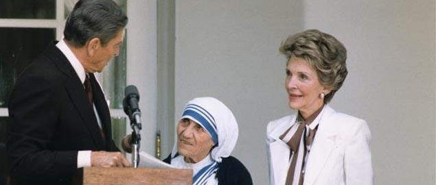 President Reagan presenting Mother Teresa with the Presidential Medal of Freedom in 1985