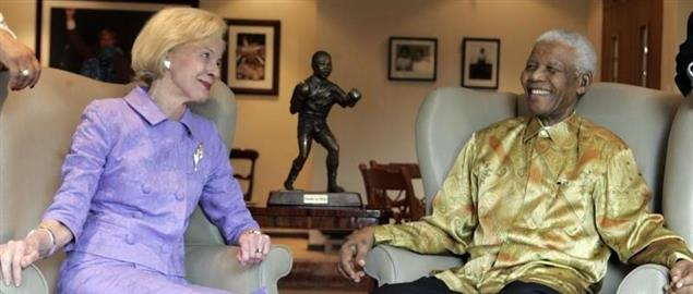 Mandela with Australian Governor-General Quentin Bryce in 2009.